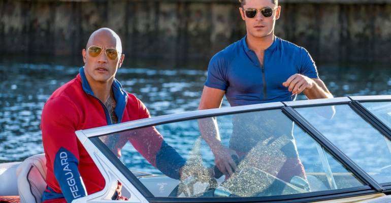 Baywatch tra giallo, commedia trash e scollature